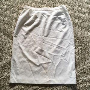 5/$15 Leslie Fay Haberdashery White Skirt 18